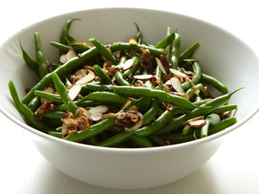 Green_beans_with_crisp_shallots_(htceb)