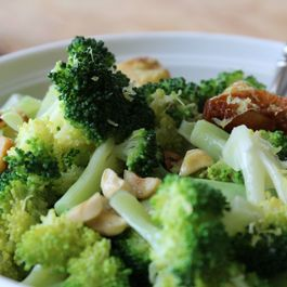 Broccoli-garlic-hazelnuts-1024x682