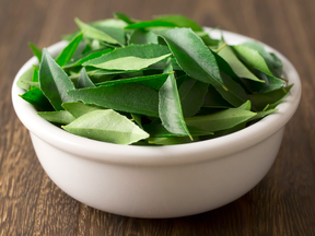 Curry-leaves_(1)