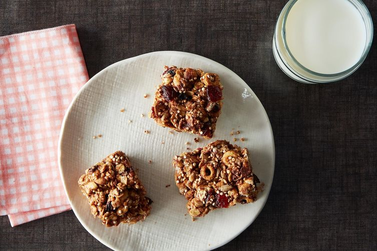 Oats and quinoa breakfast bars recipe on food52 for Food52 bar nuts