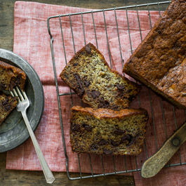 Banana_bread_with_dark_chocolate_chips-1