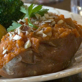Pear-stuffed_sweet_potatoes