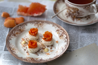 Earl_grey_smoked_salmon_with_vanilla_mayo