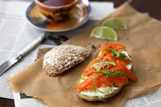 Lapsang_souchong_smoked_salmon_with_ginger_lime_cream_cheese