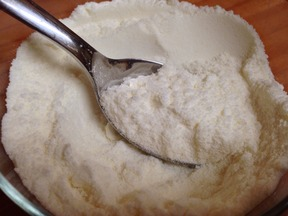 DIY Non Melting Powdered Sugar