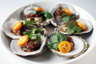 Steamed Oysters with Tangerine Peel Sauce ()