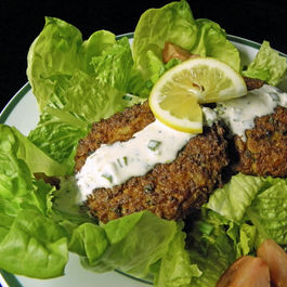 Baked_crab_cakes_with_lemon_aioli_over_salad-10jan13_edited-3