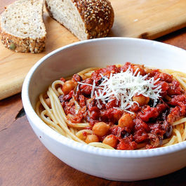 Lr_spaghetti_w_chickpeas_and_spicy_roasted_tomato_sauce