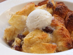 Apple_raisin_bread_pudding_12