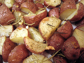 Roasted potatoes with garlic and rosemary