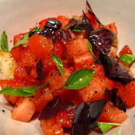 Tomato_salad_with_bread_and_basil