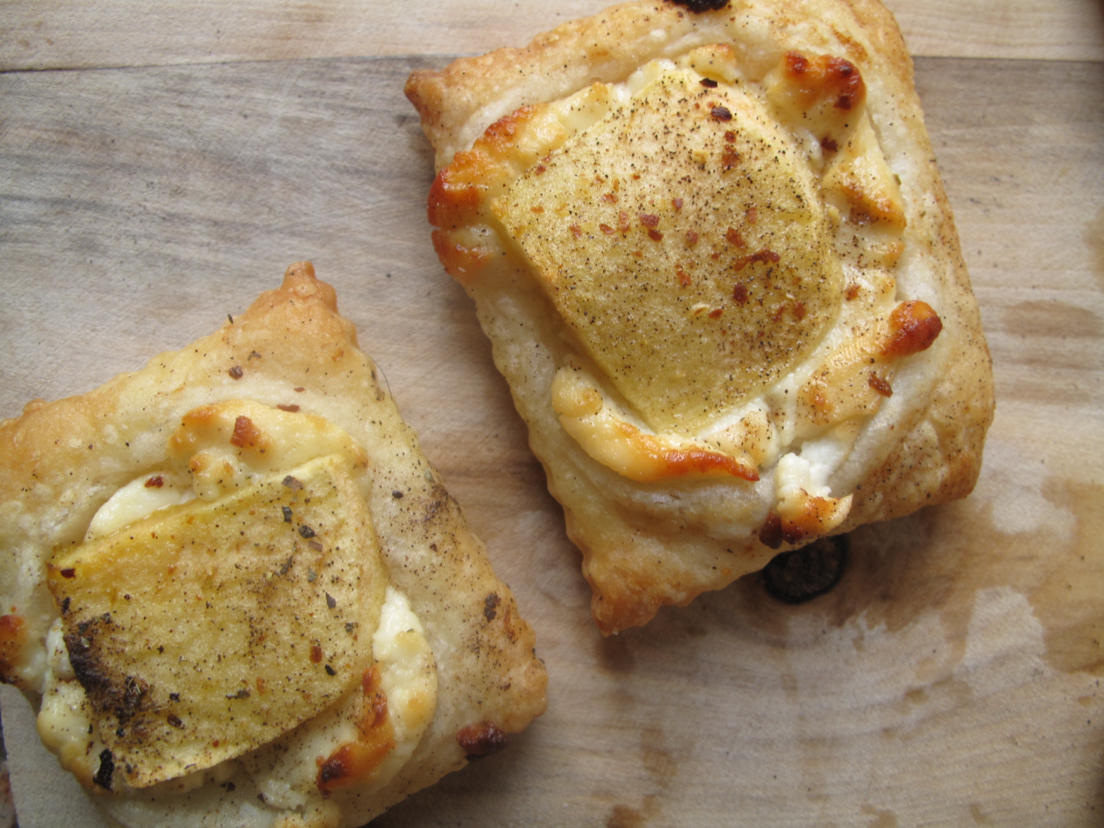 Apple Chevre Pizza Bites