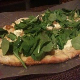 jersey pizza/roasted garlic & arugula