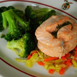 Steamed_salmon_mirepoix
