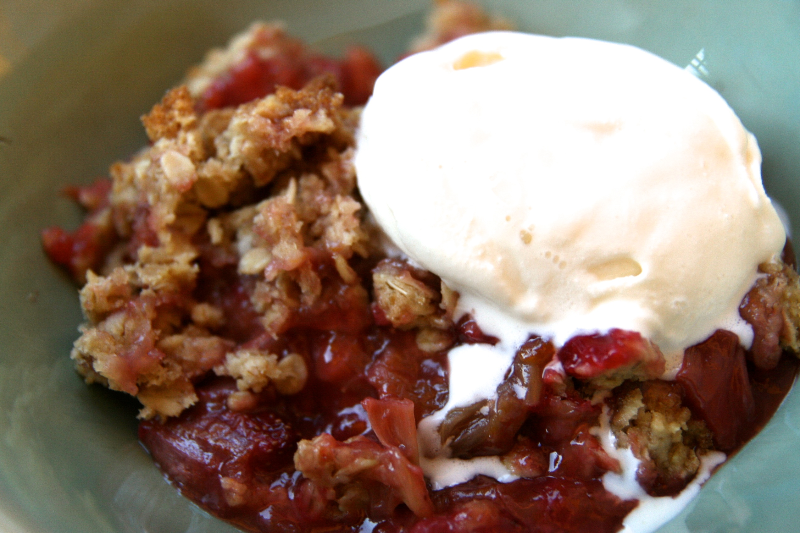 Rhubarb Strawberry Crumble