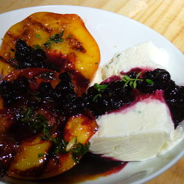 Grilled_peaches_w_cream_n_blue