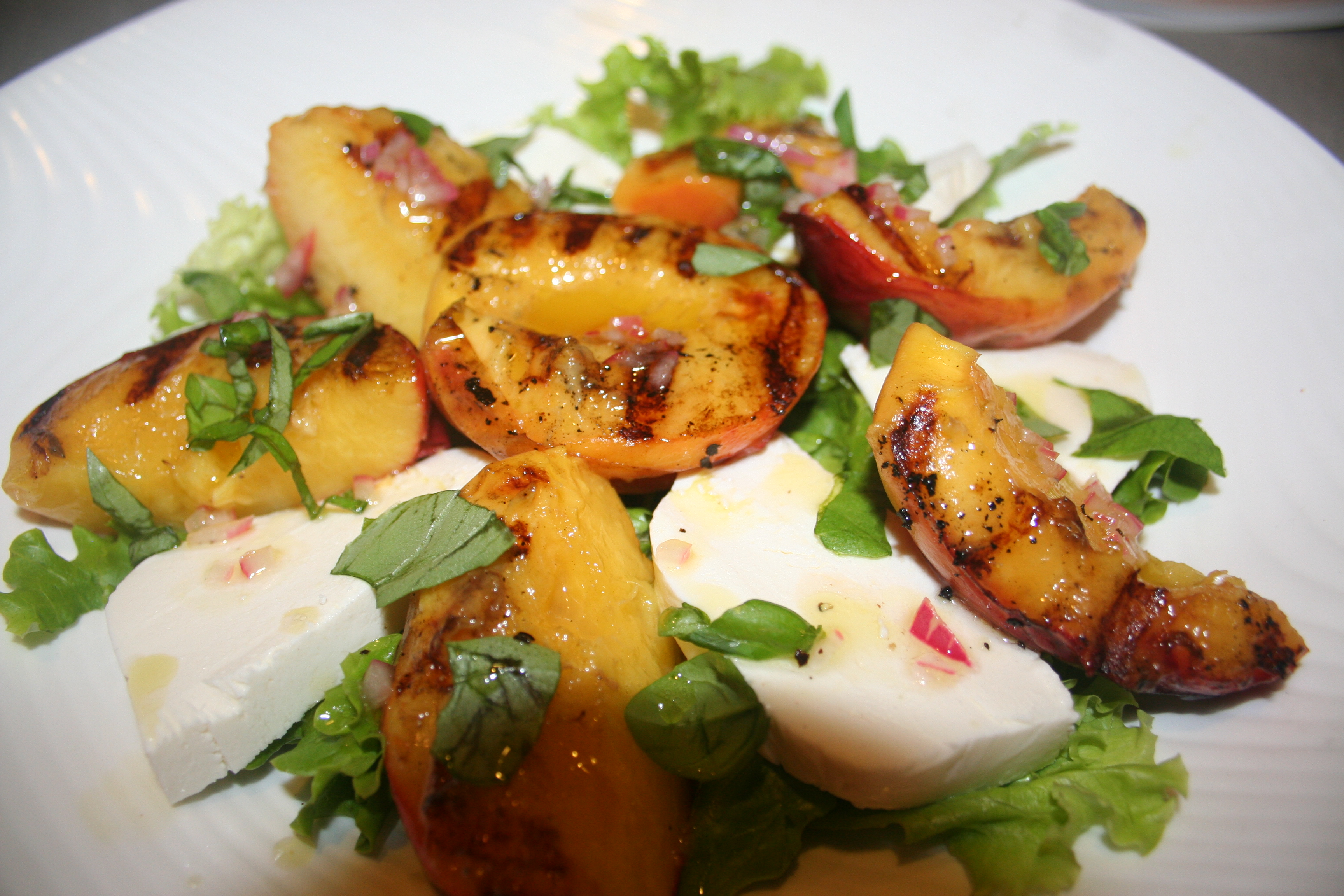 Grilled Peaches &amp; Cream(y) Mozzarella Salad