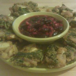 Vegetable_pakoras_with_cherry_chutney