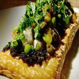 Swordfish_on_puff_pastry_with_tarragon_petite_peas