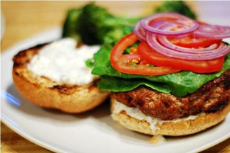 Balsamic_reduction_burger_with_warm_goat_cheese_spread