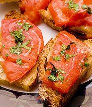 Heirloom_tomato_bruschetta