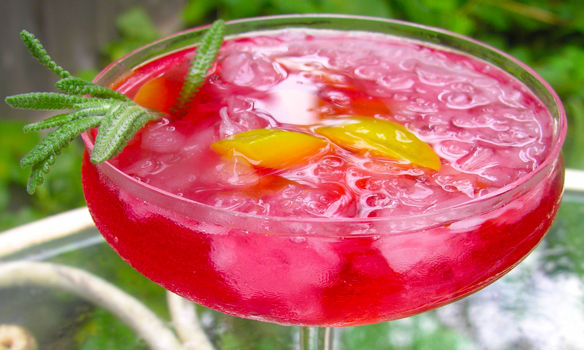 "Golden Plum Kir Royale ""Bowle,"" a fruity summer wine drink"