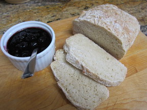 Bread_with_jam0001