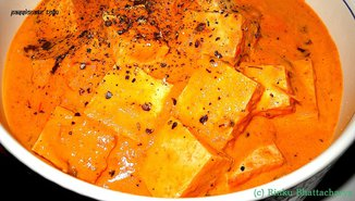 Tofu in a lightly spiced red pepper cream sauce