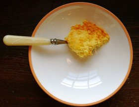Spoon_eggs_with_cauliflower