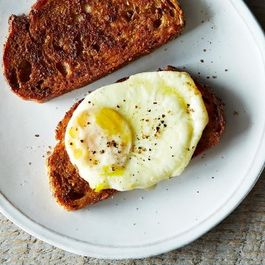 2014-0311_finalist_decadent-fried-egg-sandwich-020
