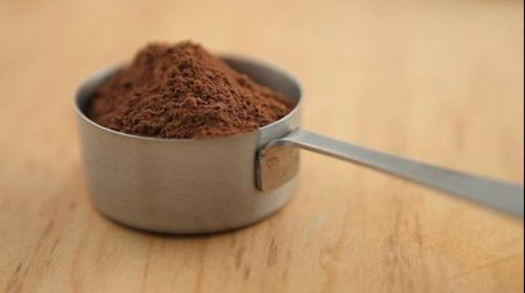 La-times-test-kitchen-flour-pan-with-cocoa