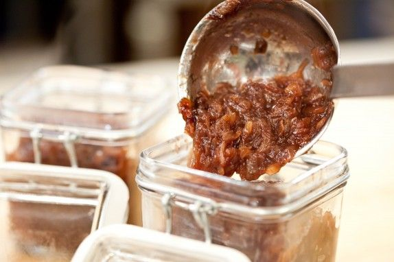 Stp_caramelized_onion_jam_mg_2727-574x382