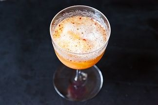 Honeyed_peach_melba_bellinis