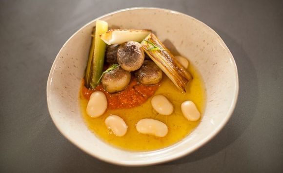 Gigandes-beans-with-romesco-and-saffron-broth-626x383