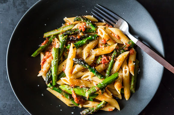 Craig Claiborne&#x27;s Pasta con Asparagi