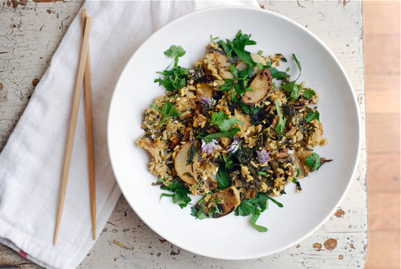 Fried-rice-with-chive-blossoms