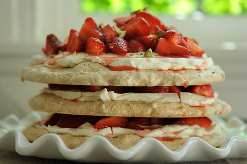 Pistachio_meringue_strawberries