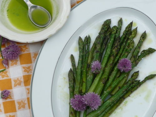 Grilled-asparagus-with-chive-oil