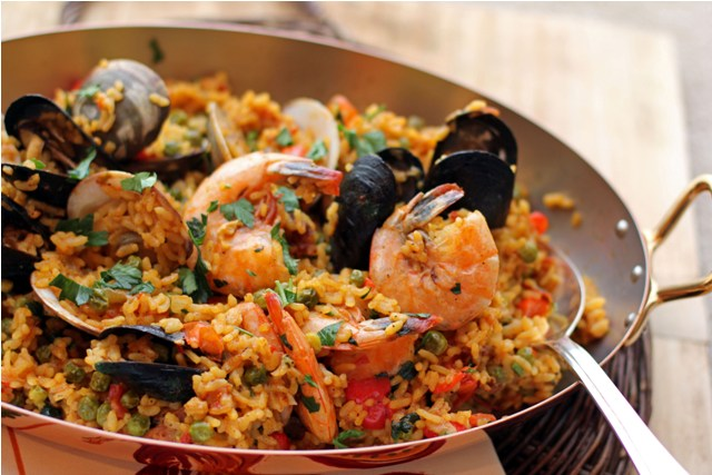 Seafood paella recipe dishmaps for Andalucia cuisine