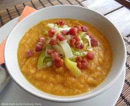 Curried_butternut_squash_and_celeriac_soup_with_leek_and_crispy_bacon_topping