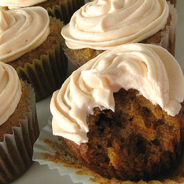 Carrot-cupcakes-cream-cheese