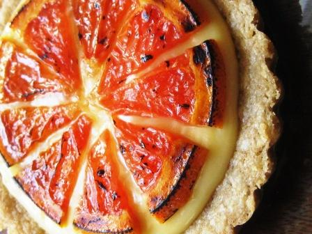 Broiled grapefruit tart(lets)
