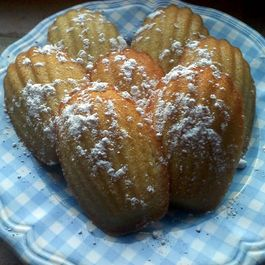 Madeleines_on_plate