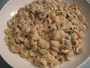Orechiette_with_caramelized_onions_peas_and_pancetta_medium_