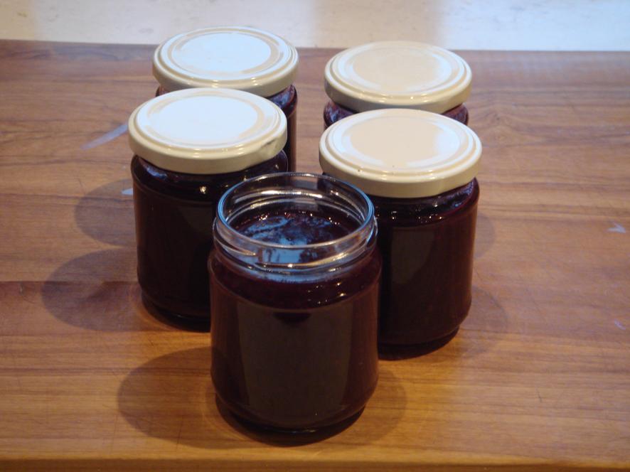 Pinot Noir Cranberry Sauce