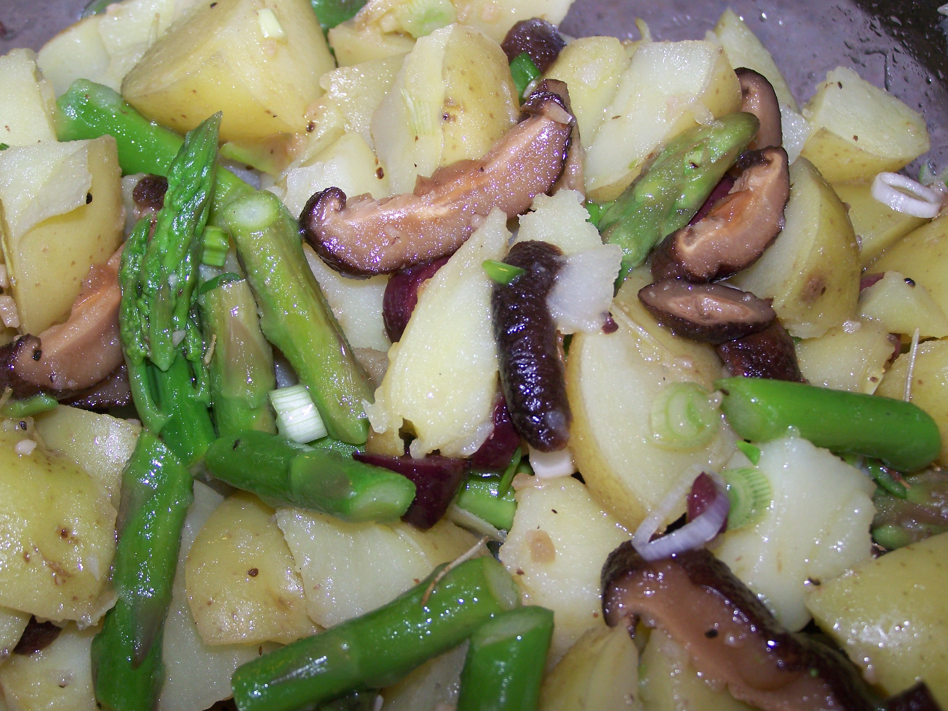 Potato Salad with Shiitake Mushrooms, Asparagus and Kalamata Olives