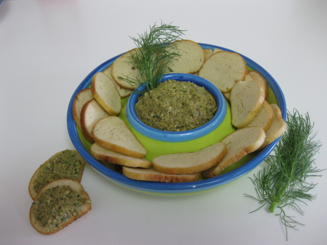 Mushroom Pesto With Sea Salt Bagel Crisps