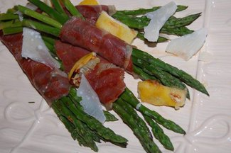 Grilled_country_ham_asparagus_bundles