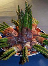 Asparagus_rolled_in_prosciutto--b