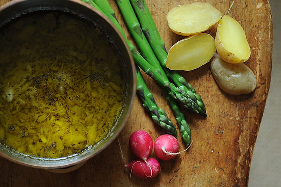 Bagna Cauda (Piedmontese Warm Garlic-Anchovy Dip)